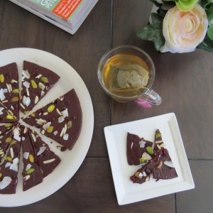 How to Make a Dark Raw Chocolate Pizza
